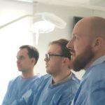 Na zdjęciu dr Krzesimir Sieczych i dr Patryk Ulicki w trakcie kursu organizowanym przez Centrum Edukacji Medycznej.