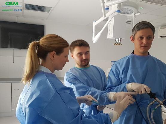 """Kurs """"Artroskopia kolana i leczenie uszkodzeń łąkotek"""" został zorganizowany przez Centrum Edukacji Medycznej."""