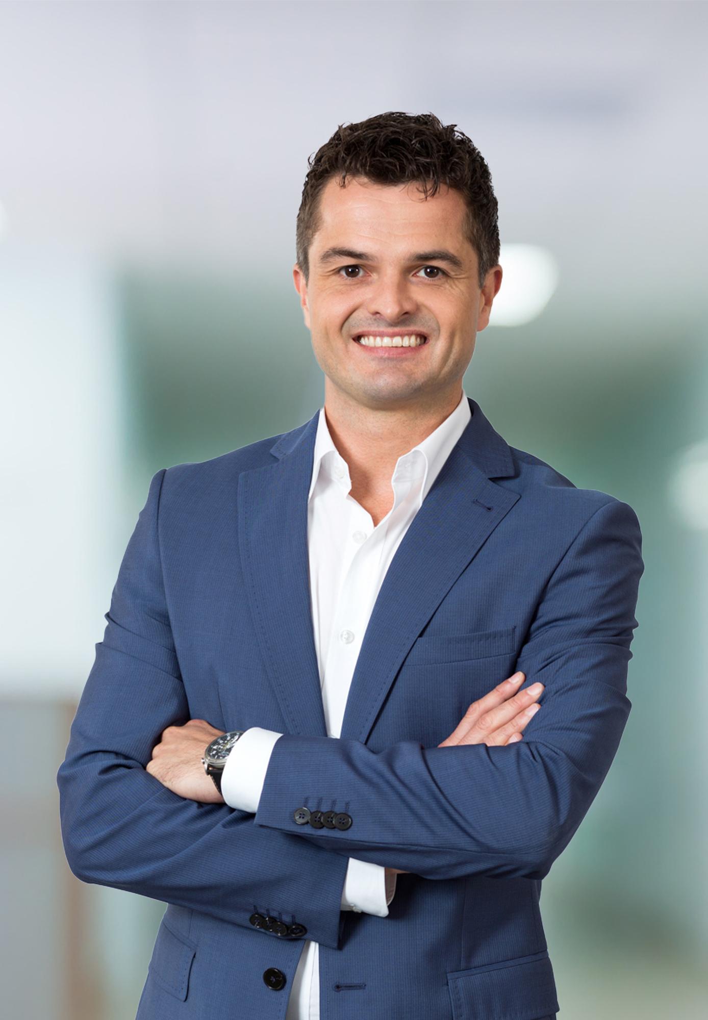 Dr n. med. Tomasz Kowalski, chirurg barku i łokacia, jest zastępcą Ordynatora Oddziału Ortopedii i Traumatologii w Carolina Medical Center w Warszawie.